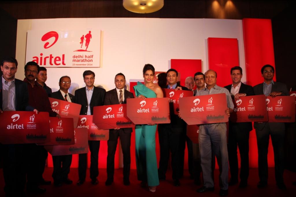 All-the-dignitaries-Rahul-Bose-and-Face-of-the-Event-Bipasha-Basu-at-Airtel-Delhi-Half-Marathon-press-conference