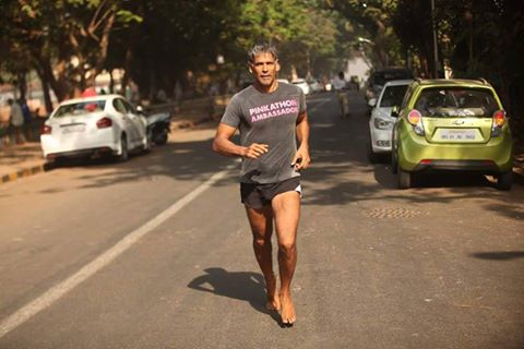 Milind starting his run from Ahmedabad
